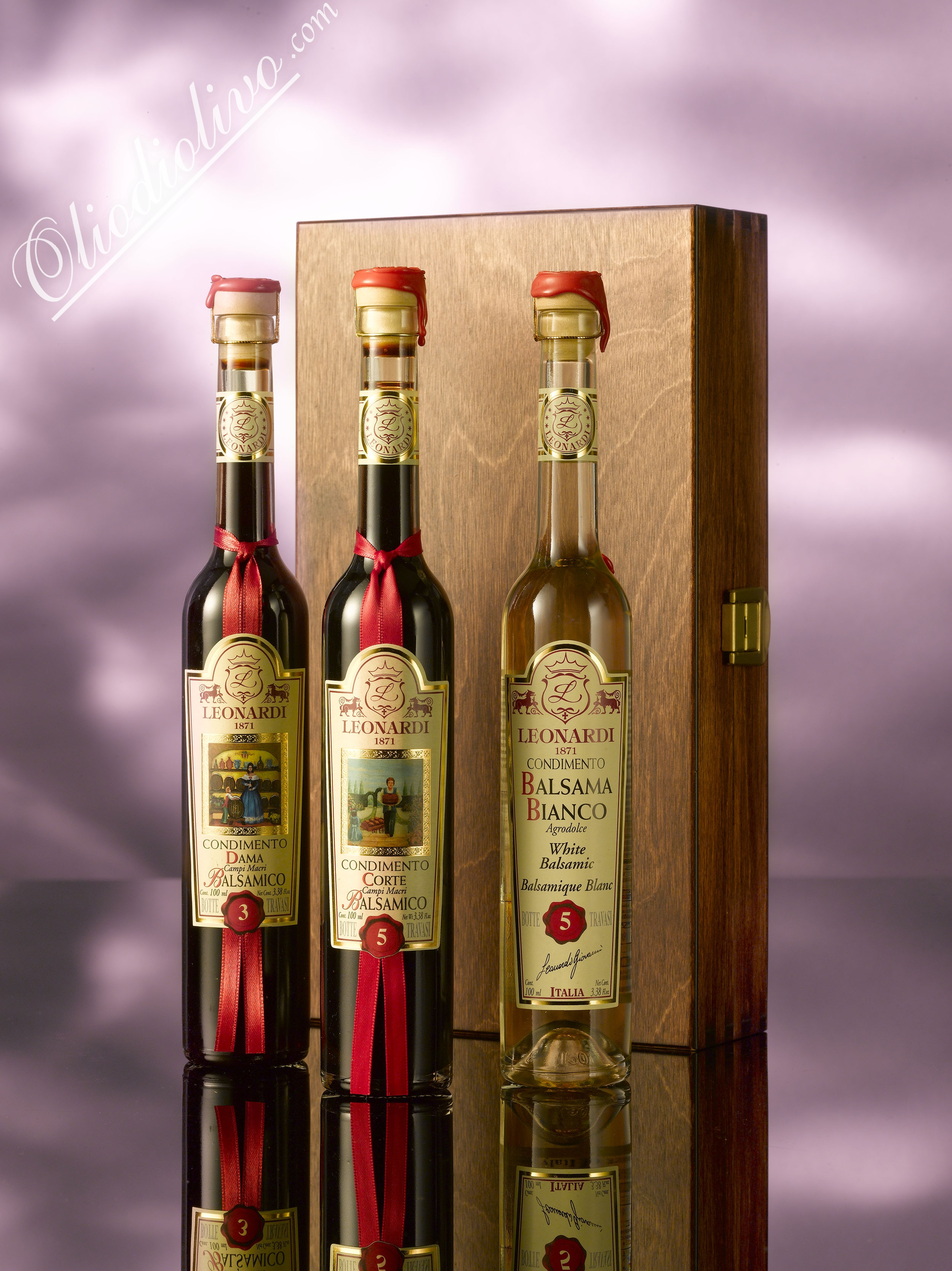 wooden box with serie 3,5 and bianco serie 5 100ml